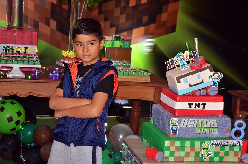 Heitor Cardoso Diniz ganha festão dos seus pais no dia de seu aniversário de 8 anos com o tema Ninecraft