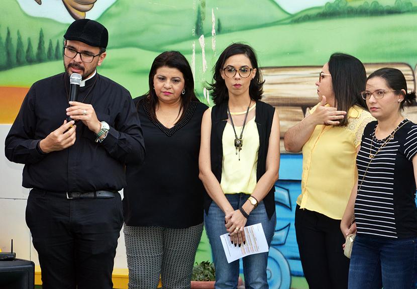 O Centro de Educação e Recreação da Criança promove uma festa linda para homenagear os pais de seus alunos