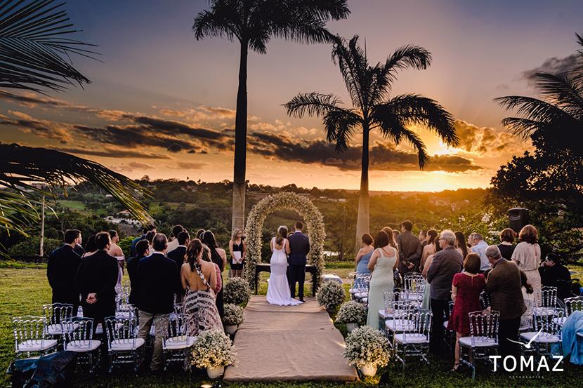 Amanda Maciel e André Pimentel se casam no entardecer da Serra da Borborema