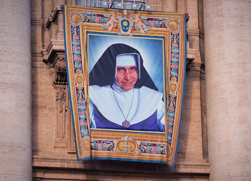 Santa Dulce dos Pobres. É assim que Irmã Dulce passa a ser chamada após a sua canonização que aconteceu hoje, no Vaticano