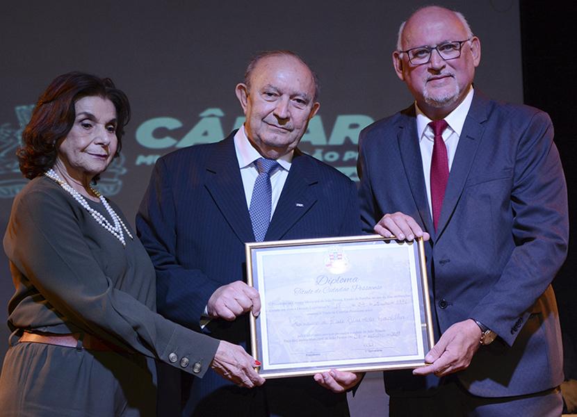 O presidente da Fiep, Buega Gadelha, recebe o Título de Cidadão Pessoense