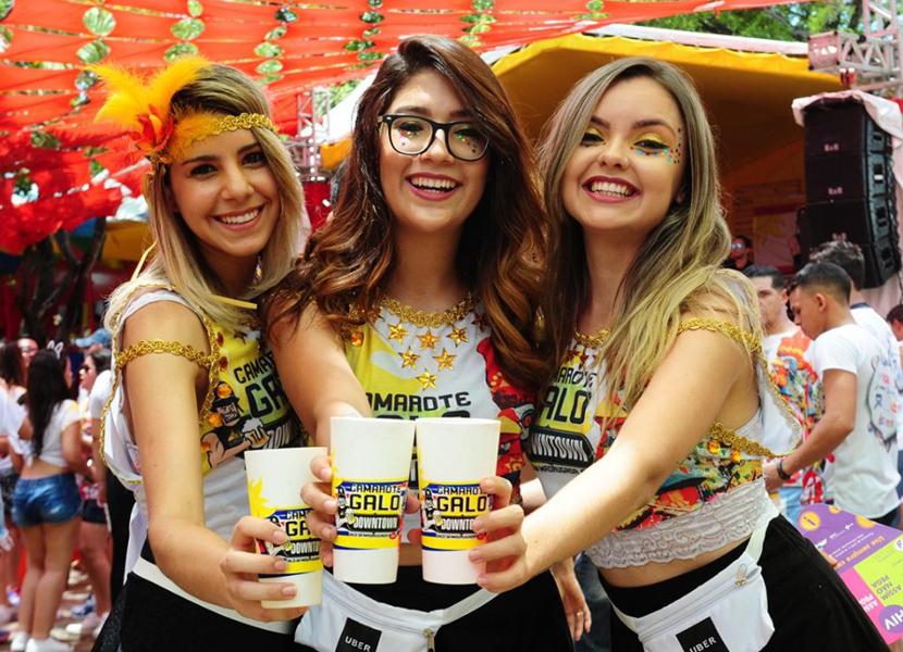 Carnaval de Pernambuco atrai turistas com camarotes requintados e gastronomia da qualidade
