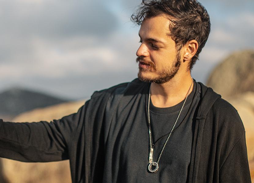 """DJ Bhaskar apresenta um set """"místico"""" gravado no Lajedo do Pai Mateus – na Paraíba"""