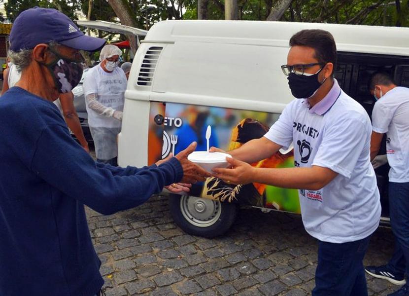 Prato Cheio: pessoas em situação de rua em Campina Grande agradecem pela garantia de refeições diárias
